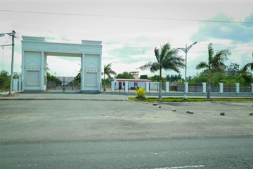 Globus Lushgreen Entrance